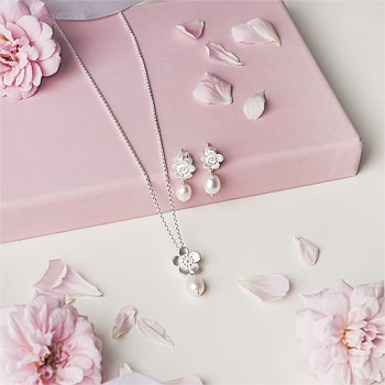 Boxed Gift Set - Manuka Flower Pearl Drop Necklace & Earrings